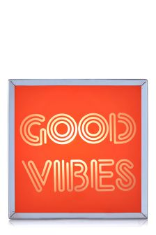Good Vibes Features Light