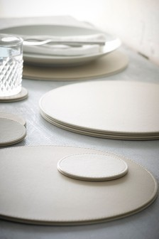 8 Piece Natural Round Faux Leather Mat And Coaster Set