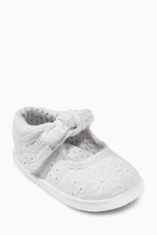 White Broderie Mary Jane Pram Shoes (Younger Girls)
