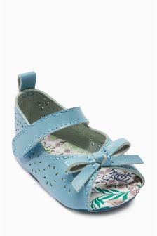 Teal Pram Sandals (Younger Girls)