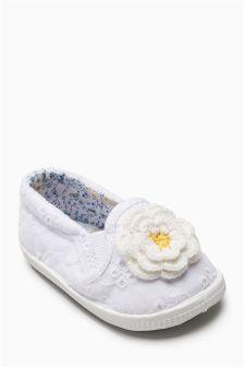 White Crochet Pram Shoes (Younger Girls)