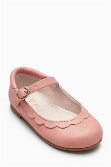 Scallop Mary Janes (Younger Girls)