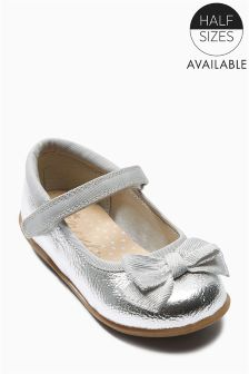 Bow Pumps (Younger Girls)