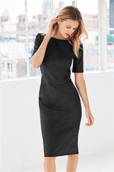 Modieus gesneden jurk