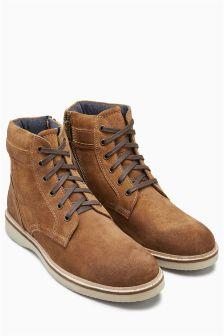 Замшевые ботинки с водонепроницаемой пропиткой