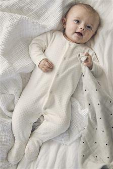 طقم نوم مخملي (0-18 شهرًا)