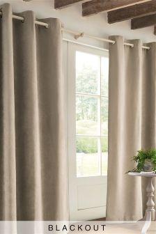 Мягкие затемняющие велюровые шторы с люверсами