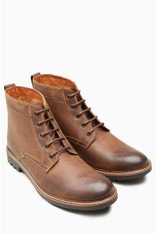 Практичные ботинки