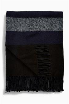 Объемный шарф из мягкой ткани