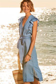 Платье средней длины с оборками на рукавах