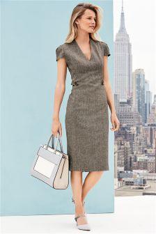Elegantes Kleid mit strukturierter Oberfläche