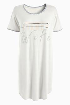 قميص نوم بشعار للعرائس