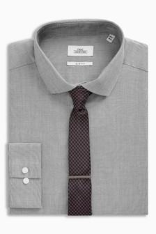 Koszula o dopasowanym kroju z krawatem i spinką