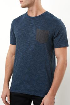 T-shirt à poche contrastante