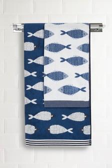 Синее полотенце с рыбками