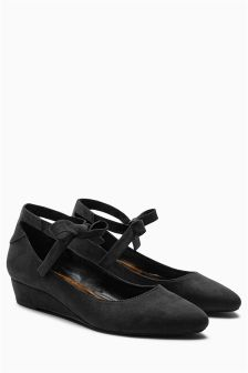 Bow Tie Low Wedge Shoes