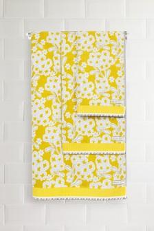 Желтое полотенце с цветочным рисунком