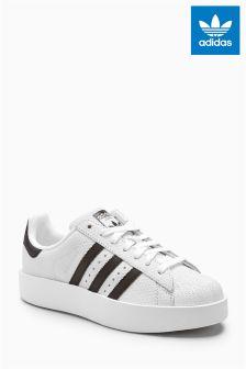 Белые кроссовки с черной отделкой adidas Originals Superstar Bold