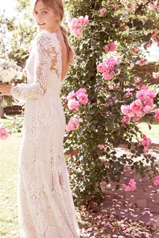 Свадебное платье с декоративной отделкой