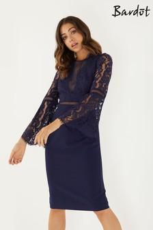 Облегающее кружевное платье с открытыми плечами