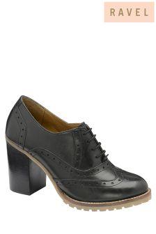 حذاء بكعب كتلة ورباط علوي من Ravel