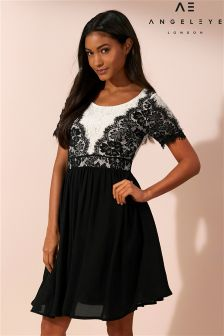 Черно-белое короткое приталенное платье с кружевом Angeleye